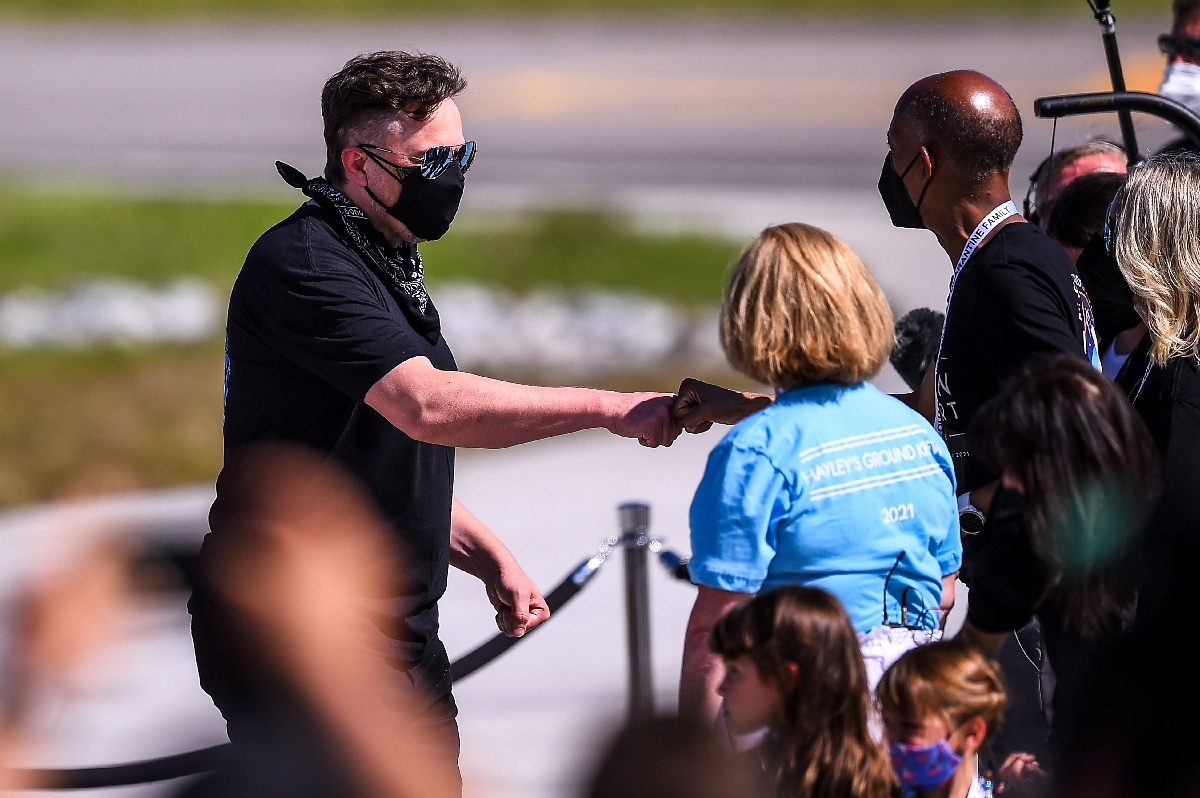 SpaceX CEO Elon Musk (L) meets with family members during the Inspiration4 crew send off at NASA's Kennedy Space Center in Florida. Photo: AFP