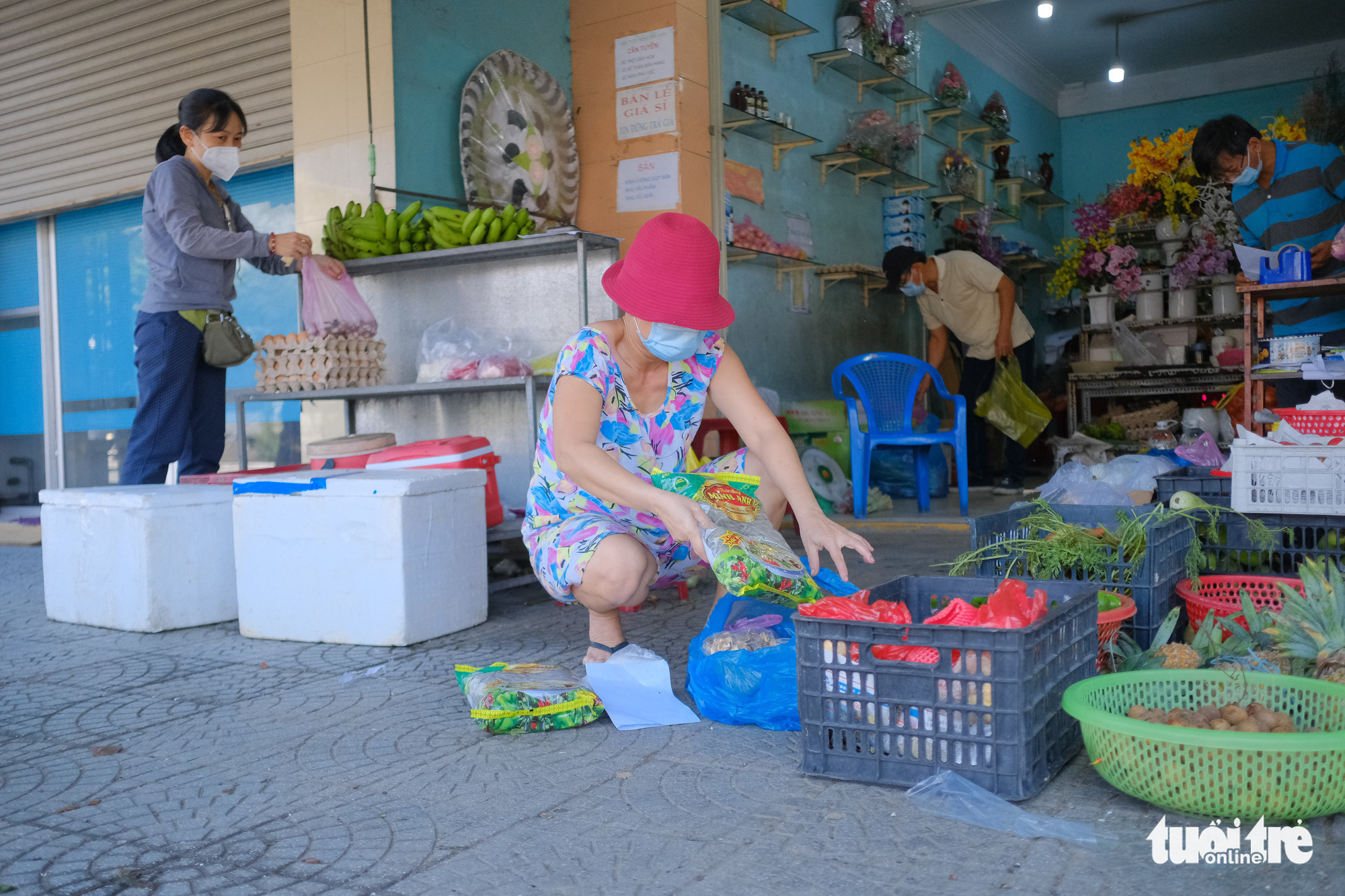 Slow travel pass issuance cuts footfall as Da Nang loosens COVID-19 restrictions