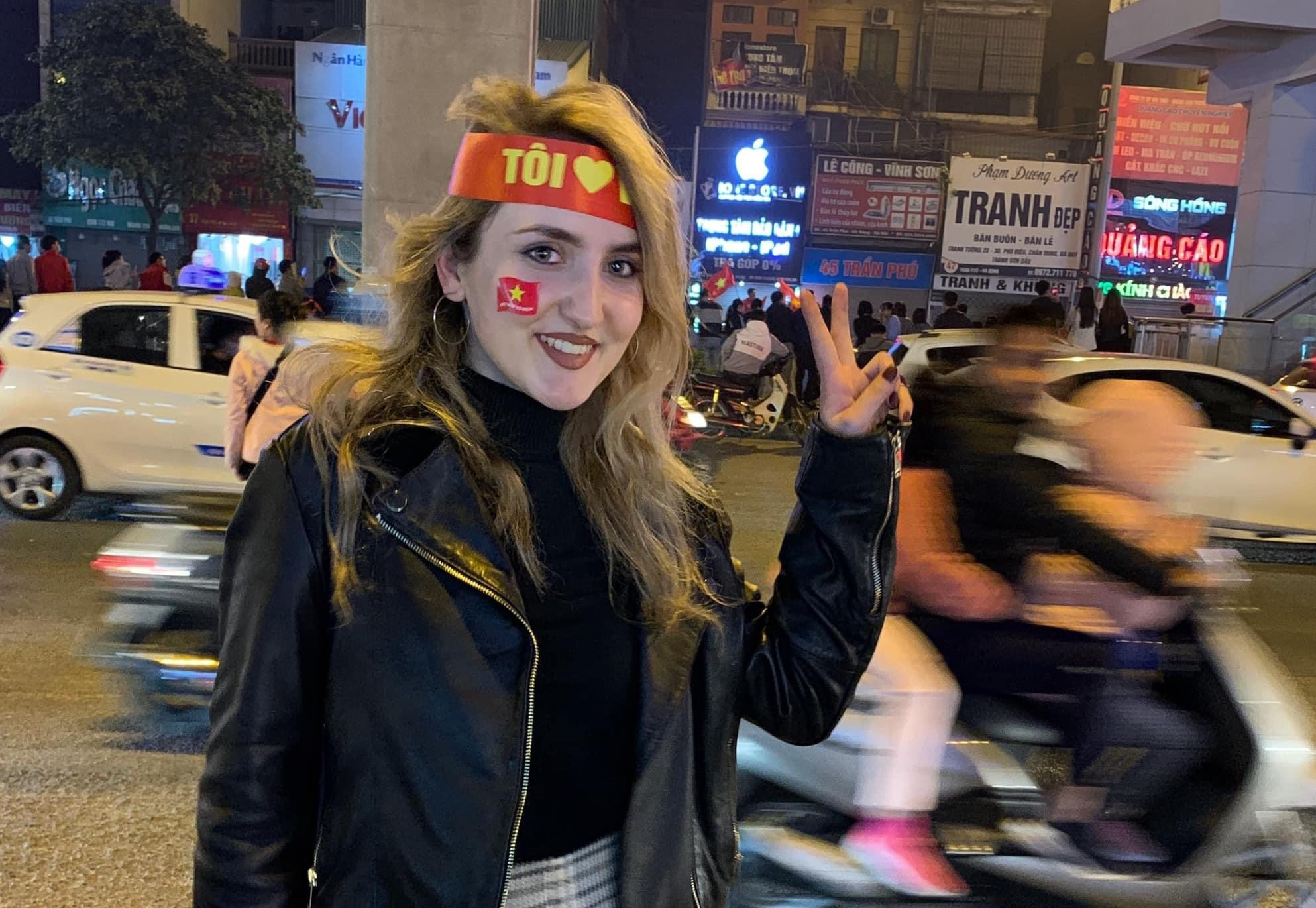 Dajana Hoxhaj joins Vietnamese people to celebrate after Vietnam beat Indonesia to win a historic gold medal in men's football at the 2019 Southeast Asian (SEA) Games. Photo by courtesy of Dajana Hoxhaj