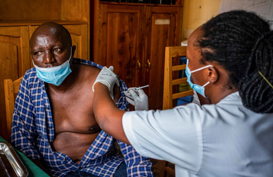 IMF, World Bank urge more COVID-19 vaccination doses to go to poor countries