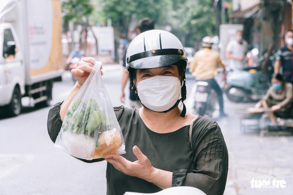 Hanoi dwellers return to local eateries as takeaway services reopen