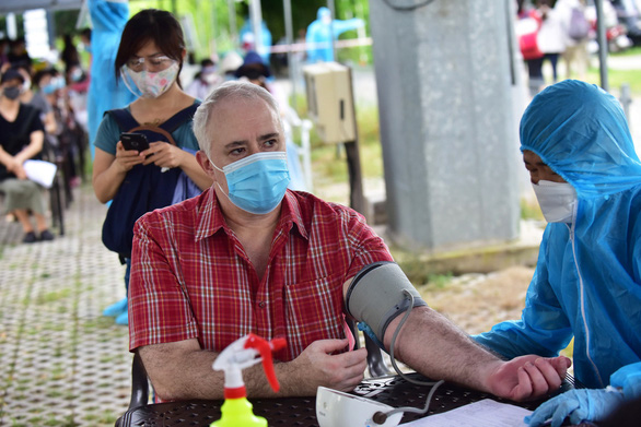 4,000 foreigners get COVID-19 vaccination in Hanoi
