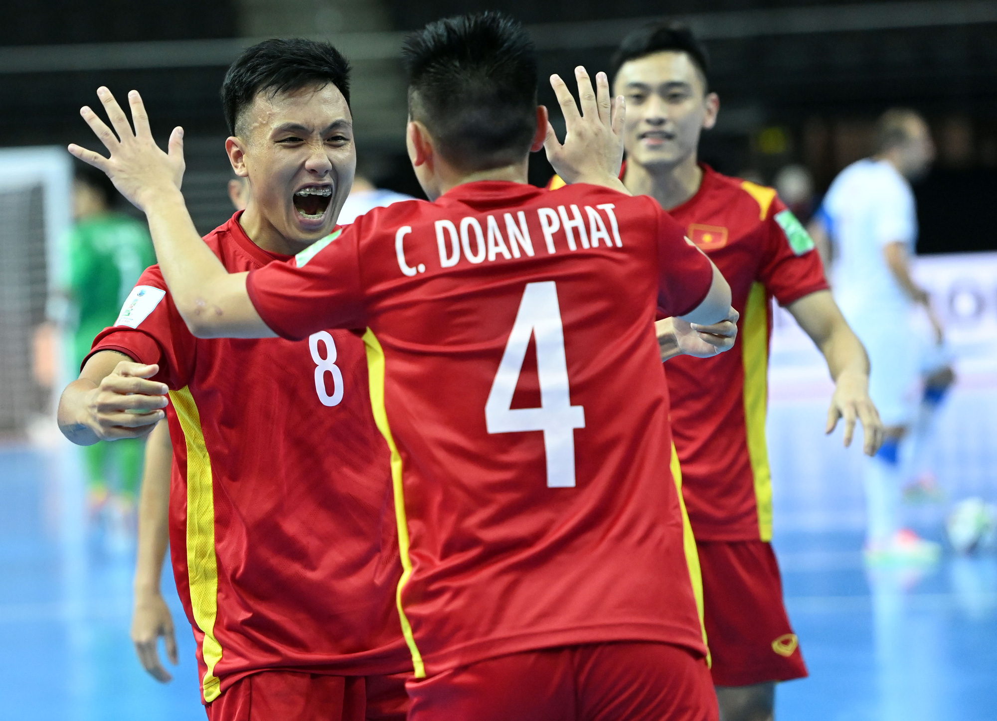 Vietnam's players celebrate Chau Doan Phat's goal in their match against the Czech Republic at the FIFA Futsal World Cup Lithuania 2021, September 19, 2021. Photo: Vietnam Football Federation.