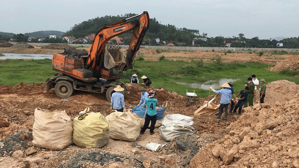 This photo shows the excavation of waste illegally buried at a construction site of Ever-Star Co., Ltd. in Luc Nam District, Bac Giang Province, Vietnam. Photo: Minh Linh / Tuoi Tre