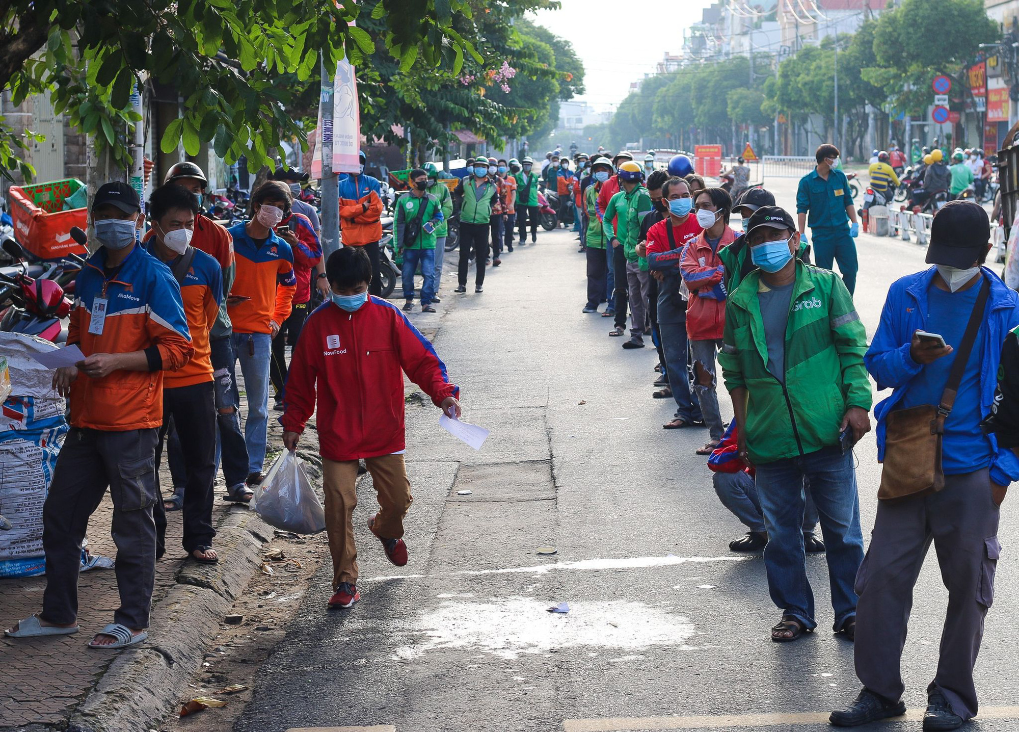 COVID-19 testing requirement causes long queues of delivery workers in Ho Chi Minh City