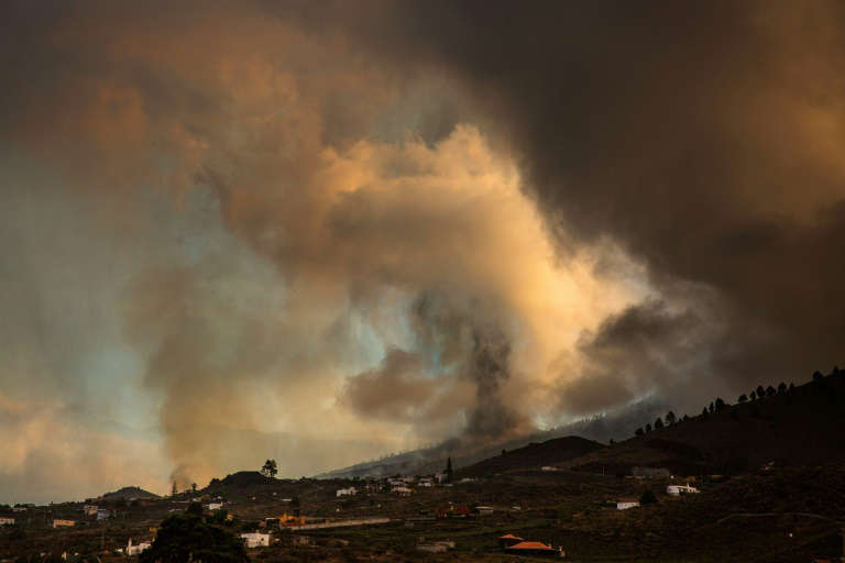 The Cumbre Vieja volcano sent huges plumes of thick black smoke into the sky after it erupted Sunday afternoon. Photo: AFP