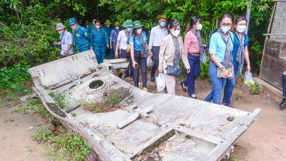 Spectators visit the historic Cu Chi Tunnels in Cu Chi District during a tour to pay tribute to medical workers from other localities that had come to assist Ho Chi Minh City in the fight against COVID-19 on September 19, 20201. Photo: Quang Dinh / Tuoi Tre