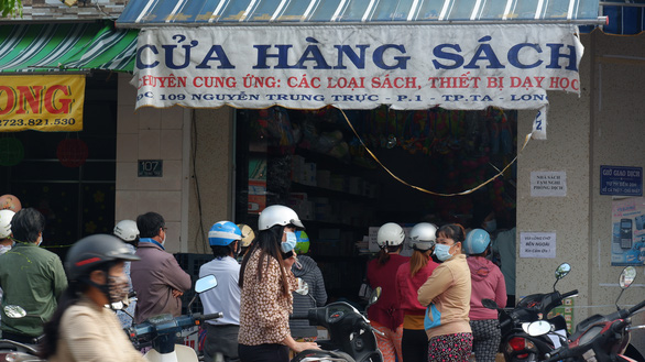 A book store in Long An Province is reopened after the easing of social distancing rules. Photo: Son Lam / Tuoi Tre