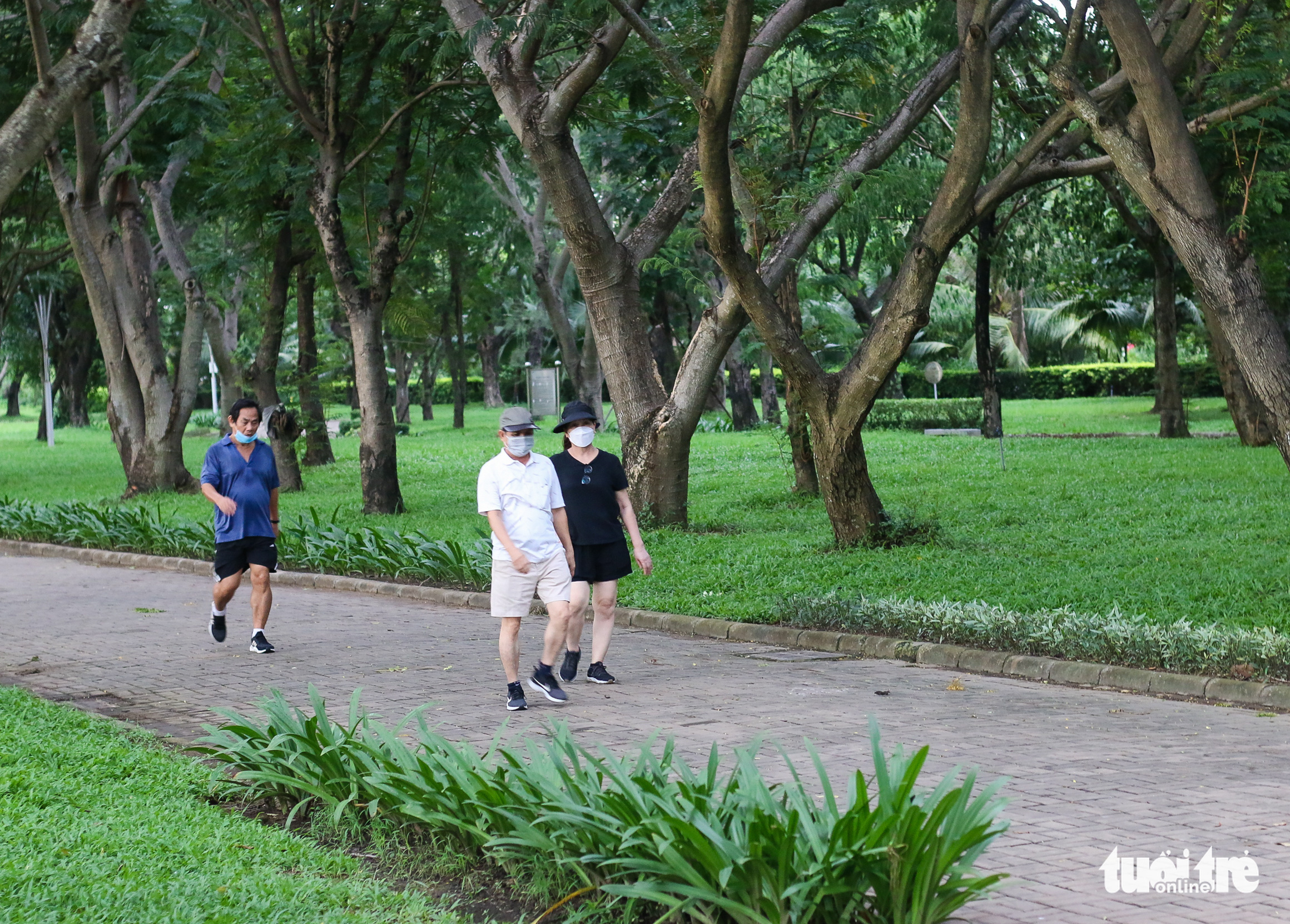 People go for a walk at a park in District 7, Ho Chi Minh City, September 21, 2021. Photo: Chau Tuan / Tuoi Tre