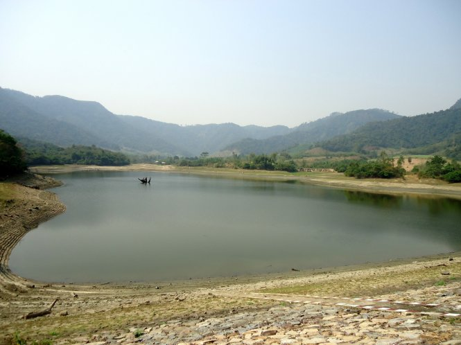 Two children drown while collecting scrap from lake in south-central Vietnam