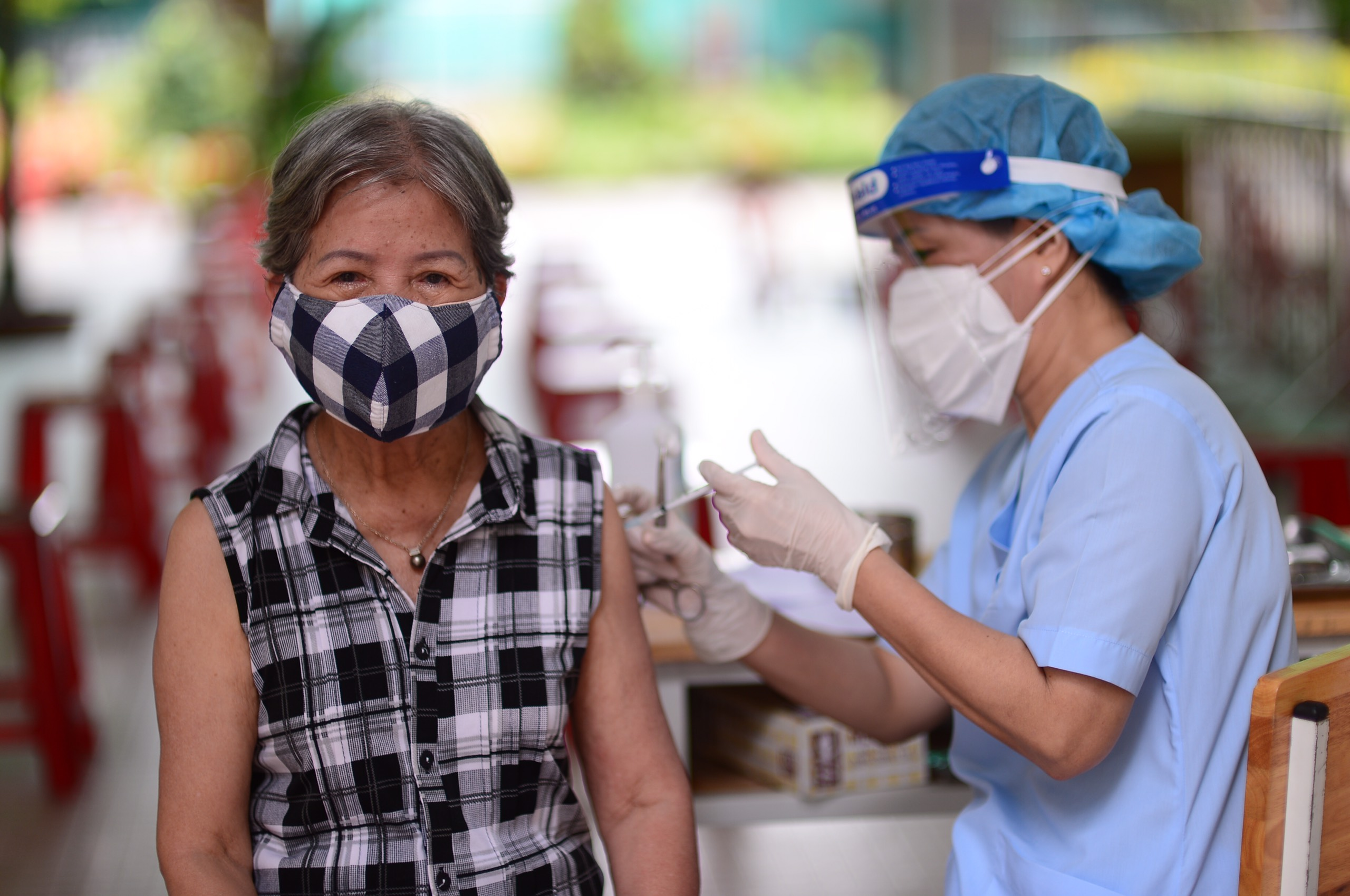400,000 additional AstraZeneca vaccine doses arrive in Ho Chi Minh City from Japan