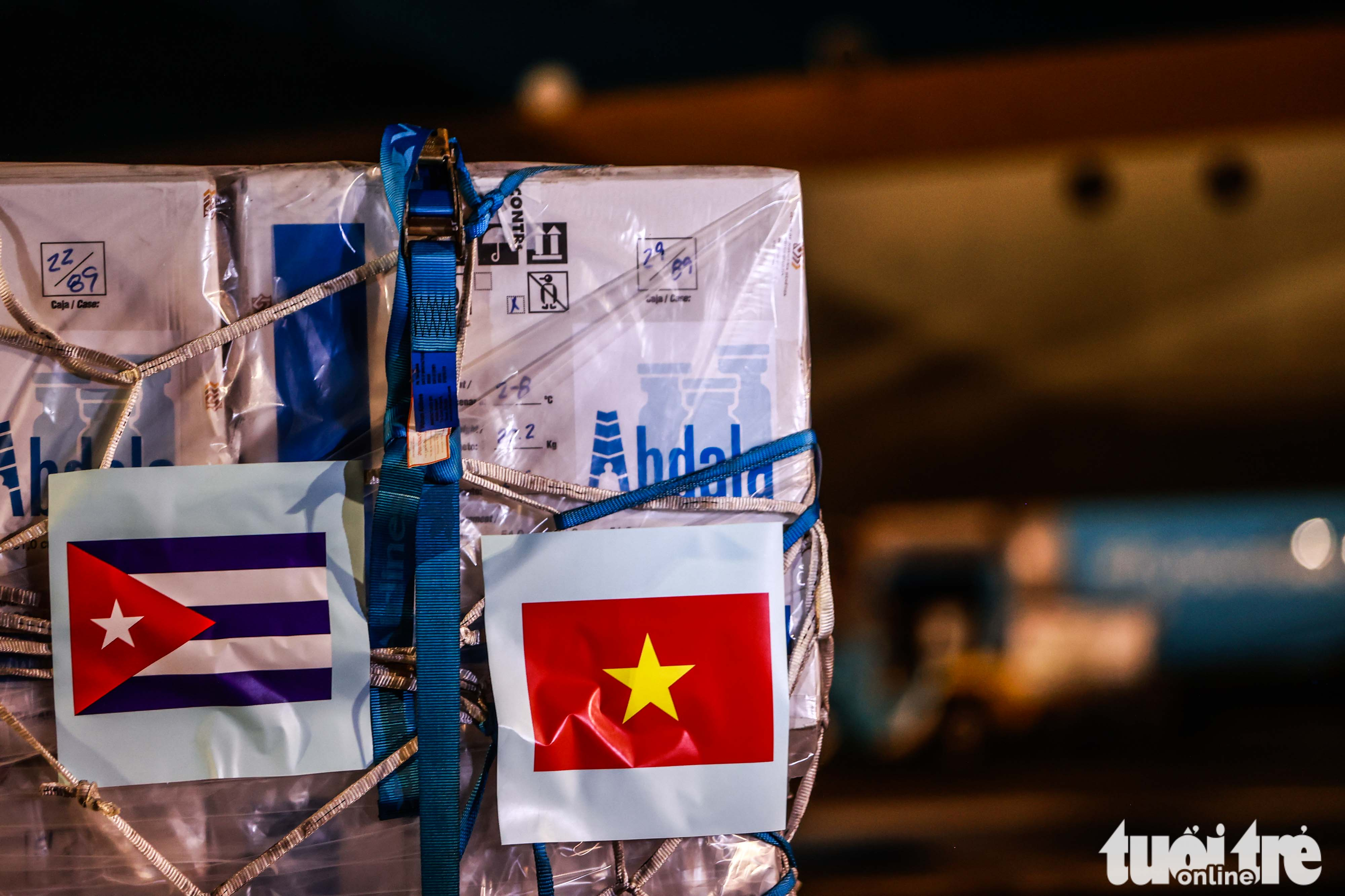 The batch of Abdala COVID-19 vaccine is pictured at Noi Bai International Airport in Hanoi, September 25, 2021. Photo: Nguyen Khanh / Tuoi Tre