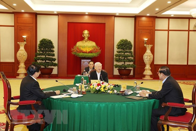 Top Vietnamese, Cambodian, Lao leaders discuss cooperation orientations at Hanoi meeting