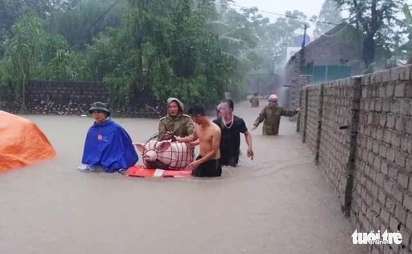 Flood kills 1 person, swamps nearly 3,400 houses in north-central Vietnam