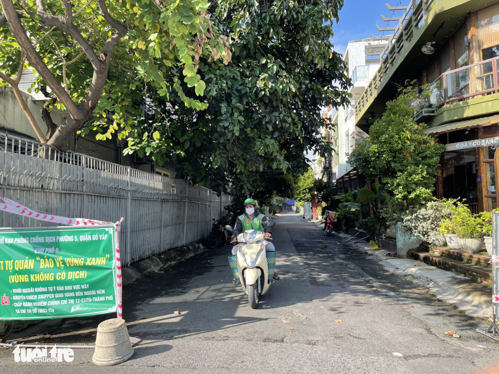 Hundreds of alleys clear as Ho Chi Minh City removes COVID-19 barricades