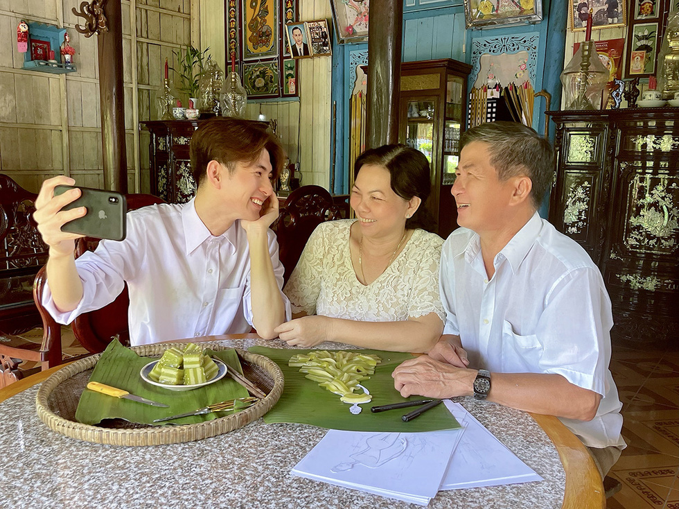 Cong snaps a selfie with his parents in his hometown of Vinh Long in southern Vietnam.