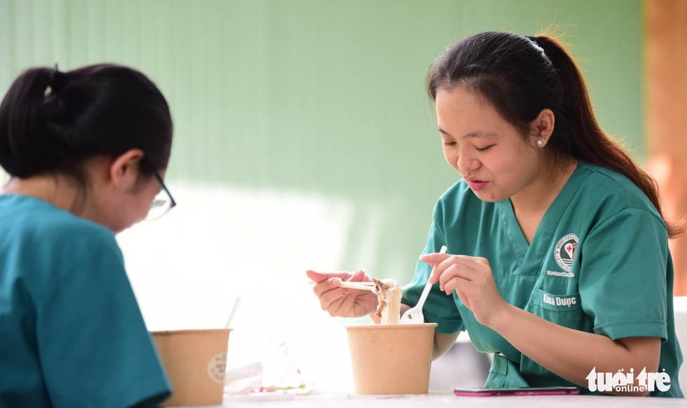 Pharmacist Nguyen Thi Khanh An enjoys pho with her colleague at a dormitory owned by the Ho Chi Minh City University of Technology and Education on September 29, 2021. Photo: Tuoi Tre