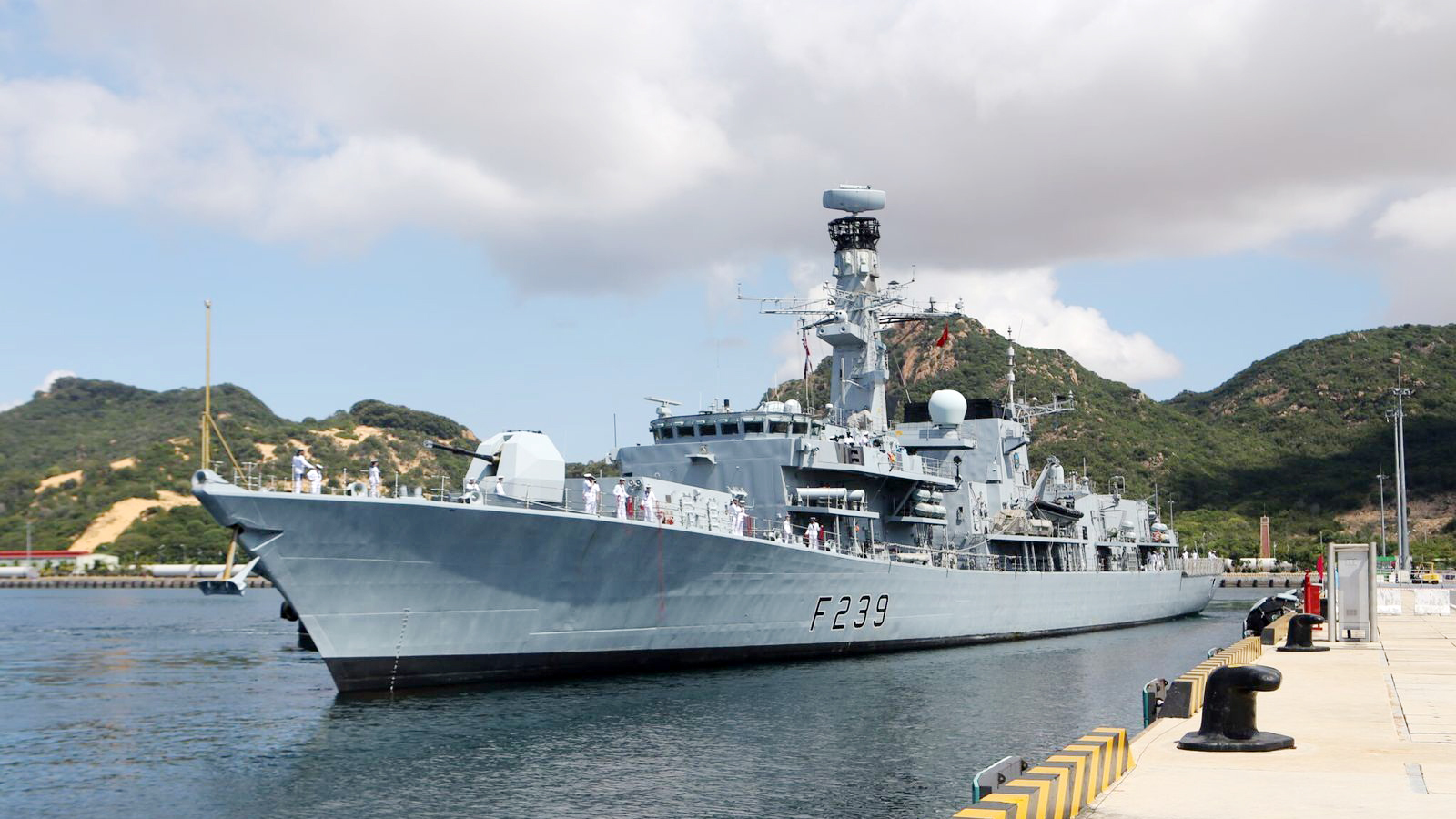 UK frigate begins Vietnam visit, holds drill with local naval forces