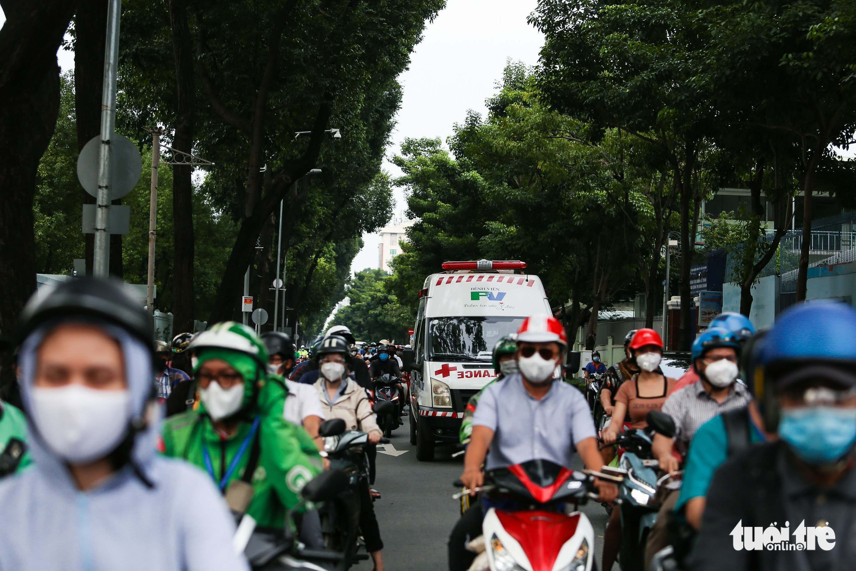 Busy traffic is seen on Vo Thi Sau Street in District 3, Ho Chi Minh City, October 4, 2021. Photo: Chau Tuan / Tuoi Tre