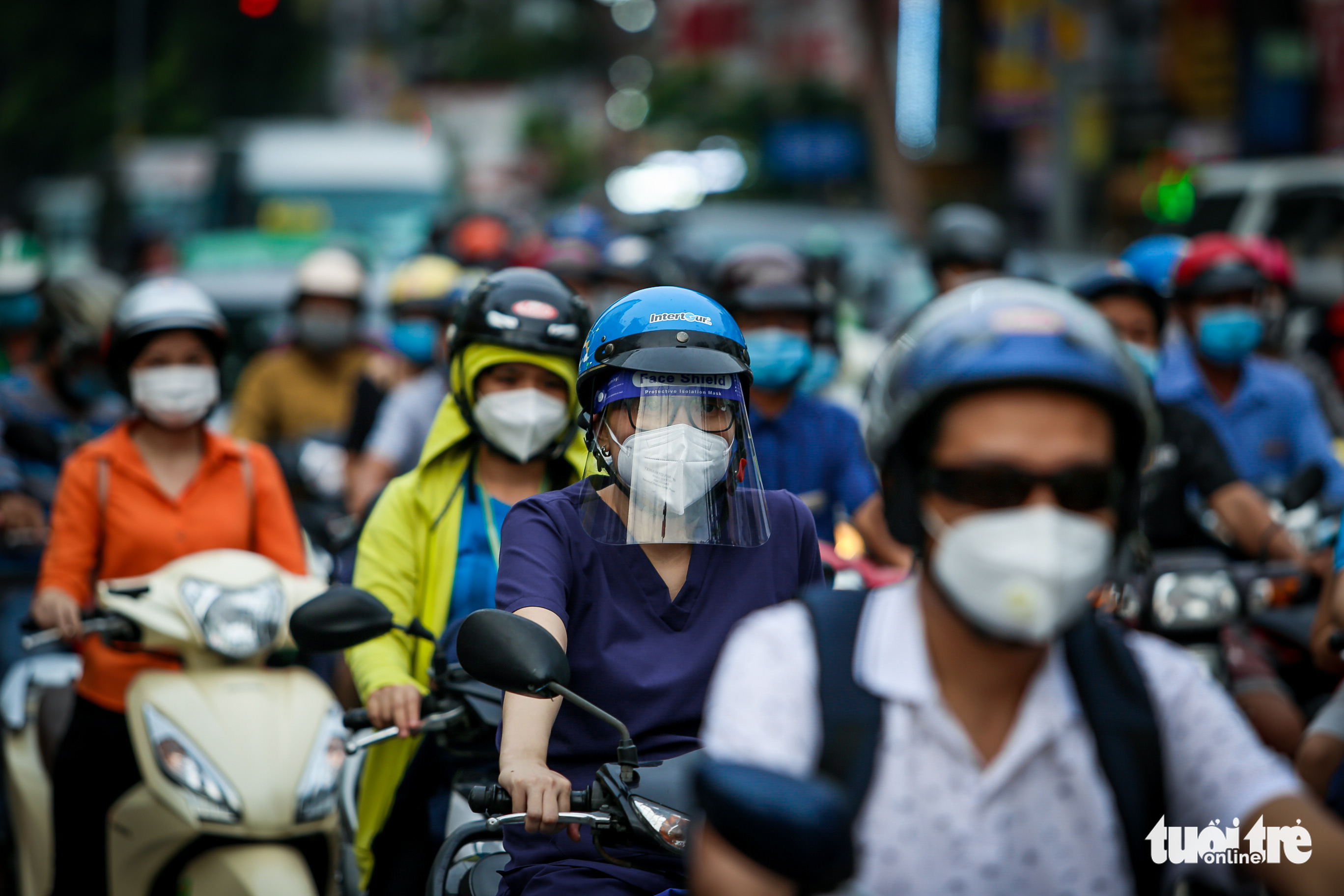 Busy traffic is seen on a street in Ho Chi Minh City, October 4, 2021. Photo: Chau Tuan / Tuoi Tre