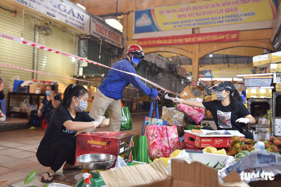 A scene of trading at the Ben Thanh Market. Photo: Ngoc Phuong / Tuoi Tre