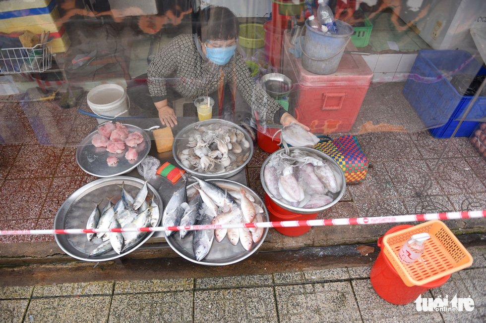This photo shows fish and other seafood on sale at the Ben Thanh Market. Photo: Photo: Ngoc Phuong / Tuoi Tre