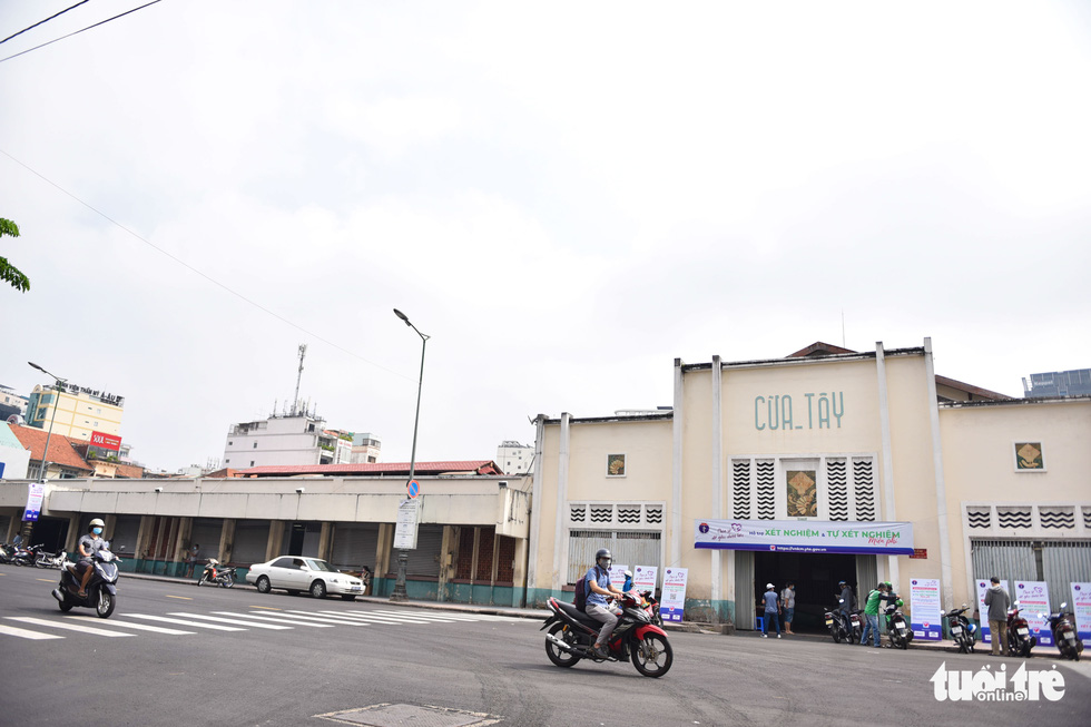 Ho Chi Minh City's iconic Ben Thanh Market reopens amid relaxed COVID-19 restrictions