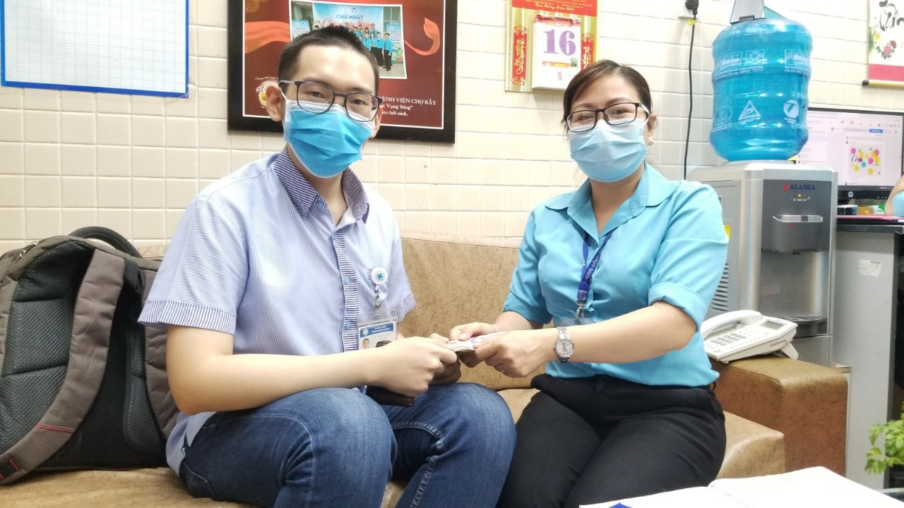 Vietnamese student donates scholarship to needy hospital patients for past 9 years
