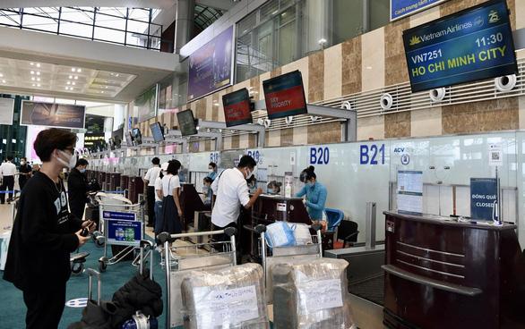 Vietnam has bumpy first day of domestic flight resumption due to storm, quarantine regulations