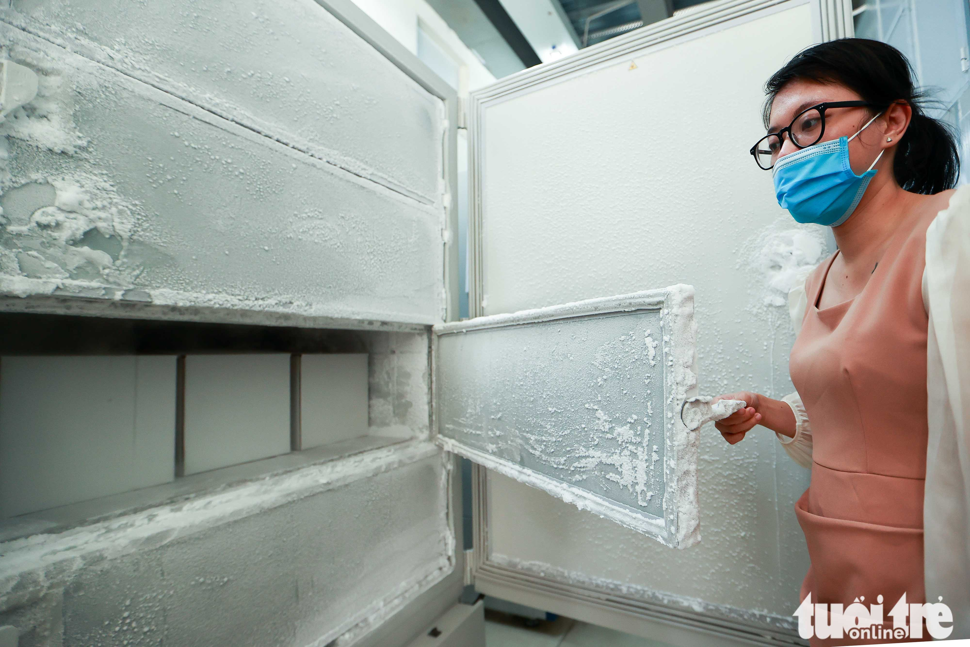 An ultra-low temperature freezers is pictured at the National Institute of Hygiene and Epidemiology in Hanoi, October 12, 2021. Photo: Nguyen Khanh / Tuoi Tre