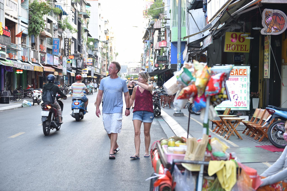 Foreigners visit Ho Chi Minh City's Bui Vien Street on September 7, 2020. Photo: Ngoc Phuong / Tuoi Tre