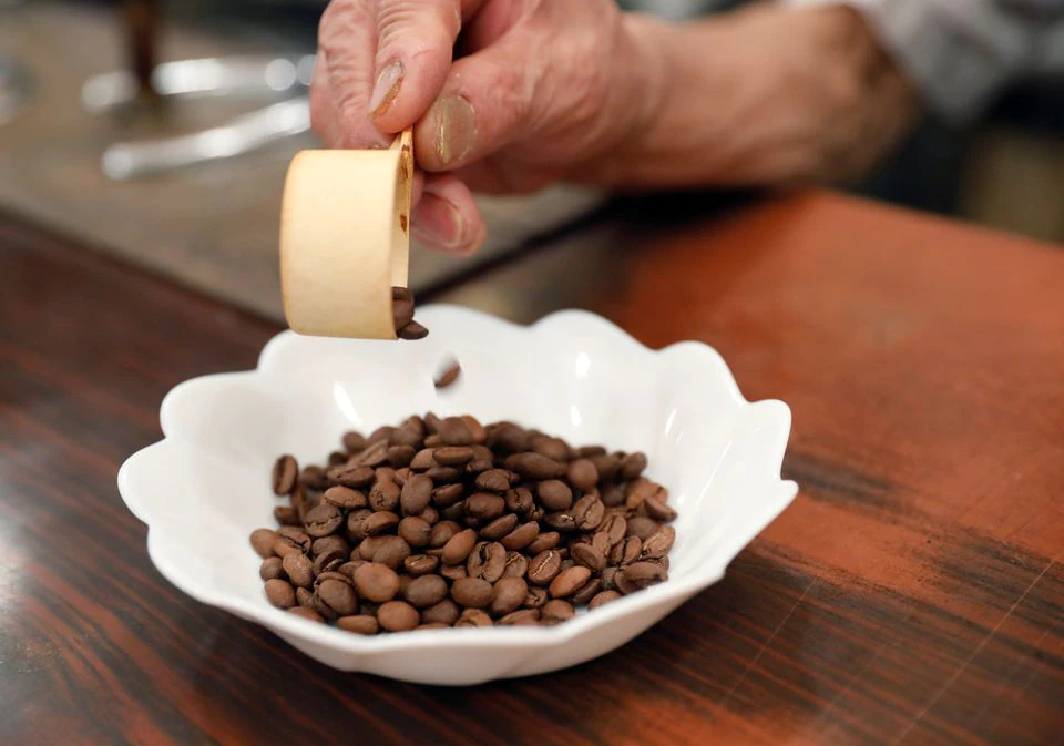 Shizuo Mori, the owner of Heckeln coffee shop prepares to grind coffee beans at his shop in Tokyo, Japan, October 8, 2021. Photo: Reuters