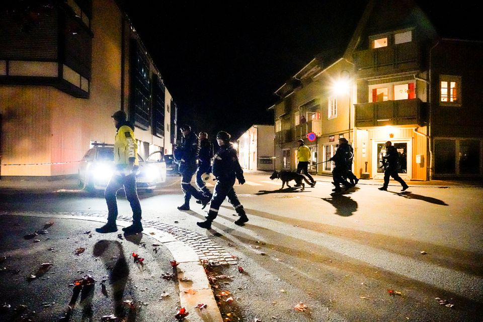 Police officers investigate after several people were killed and others were injured by a man using a bow and arrows to carry out attacks, in Kongsberg, Norway, October 13, 2021. Photo: Hakon Mosvold/NTB/via Reuters