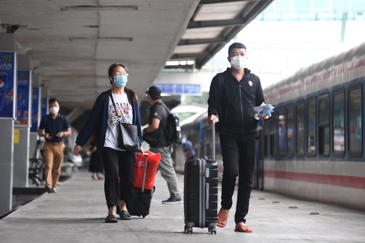 Hanoi - Ho Chi Minh City railway service open to public following COVID-19 hiatus